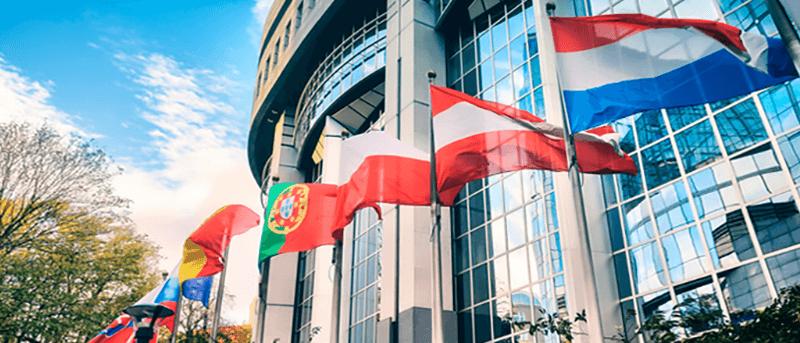 Hissflaggen online bedrucken lassen - Inter Fahnen